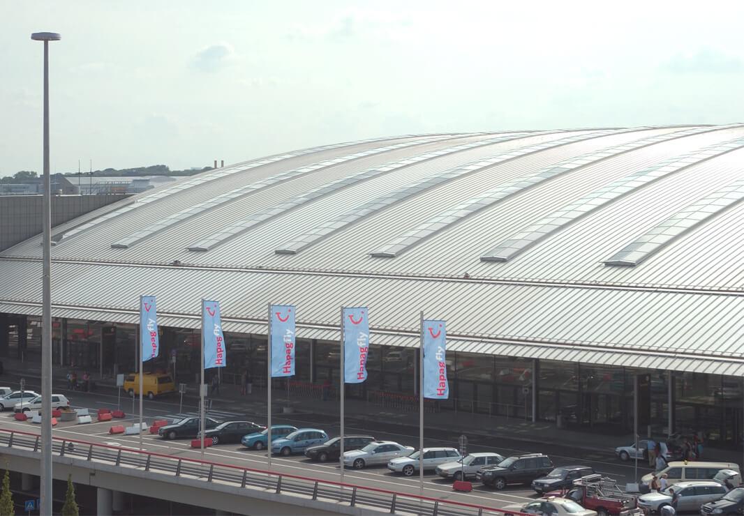 Flughafen Hamburg Stahl Aufsatzfassade Rp Tec 60 1 Dach