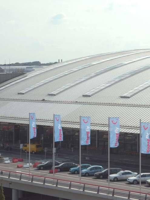 Flughafen Hamburg Stahl Aufsatzfassade rp tec 60-1 Dach Vorschau