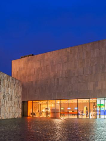 Juedisches Museum Muenchen Aufsatzfassade Rp Tec 55 1SG Nachtansicht