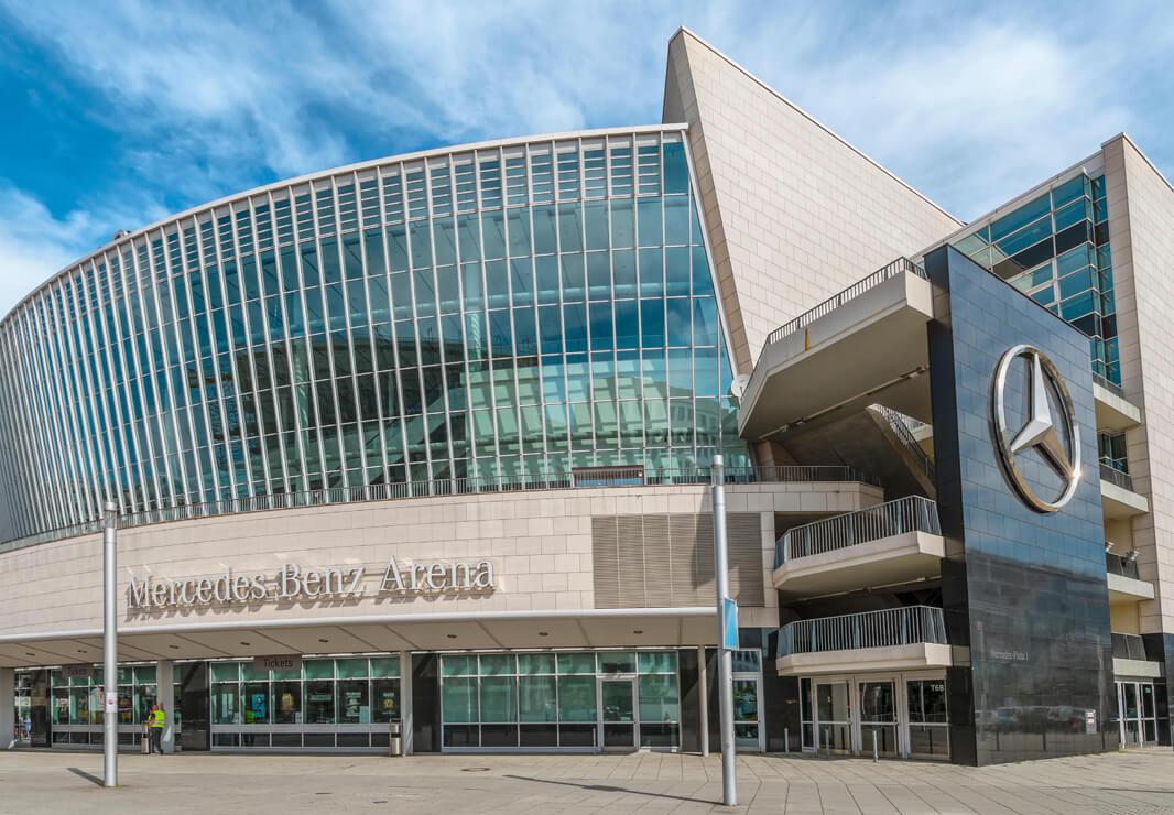 Mercedes Benz Arena Berlin Stahl Fassade Detail
